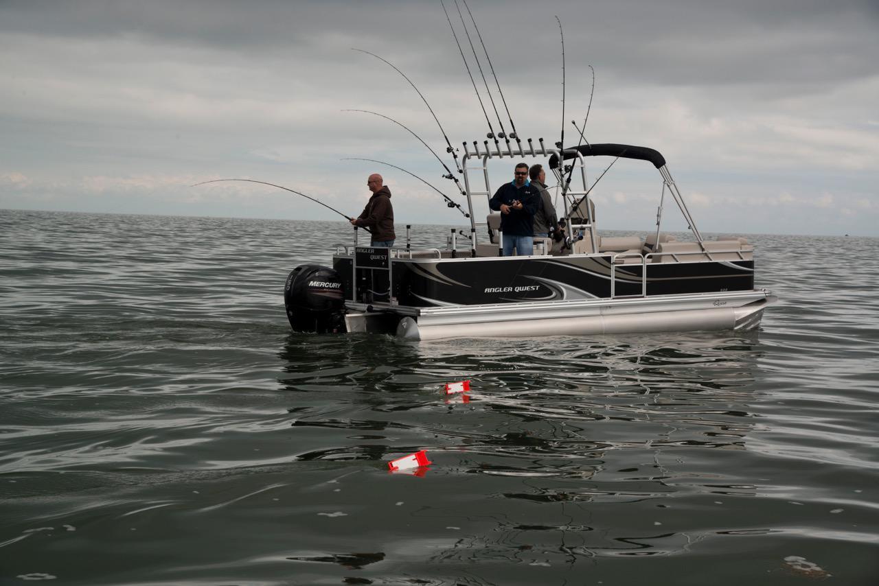 Berkshire manitou qwest starcraft sunchaser sylvan for Angler fishing boat